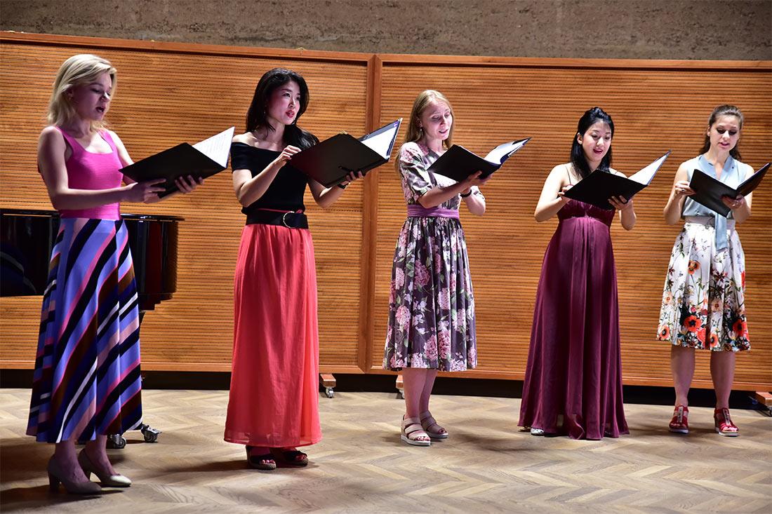 "Johannes Brahms: ""Zigeunerlieder"" Chor: Salzburg Vokal"