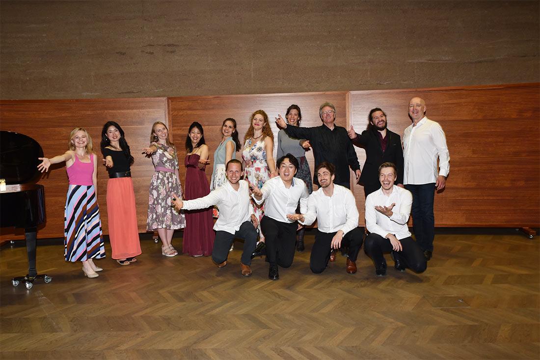 Gruppenfoto Chor: Salzburg Vokal Klavier: Johann Zhao Leitung: Hans-Josef Knaust